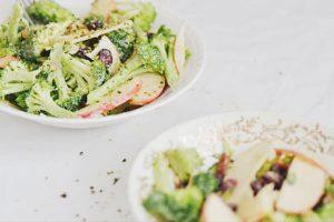 Orijin_recipe_salade-brocolis-pommes-sauce-aux-graines-de-chanvre